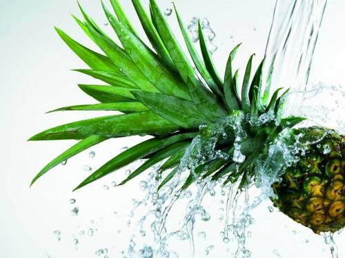 ананас под струей воды Овощи и фрукты - Обои для рабочего ...